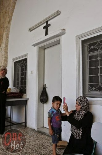 Warga Muslim Gaza mengungsi di Gereja Ortodoks Yunani 14