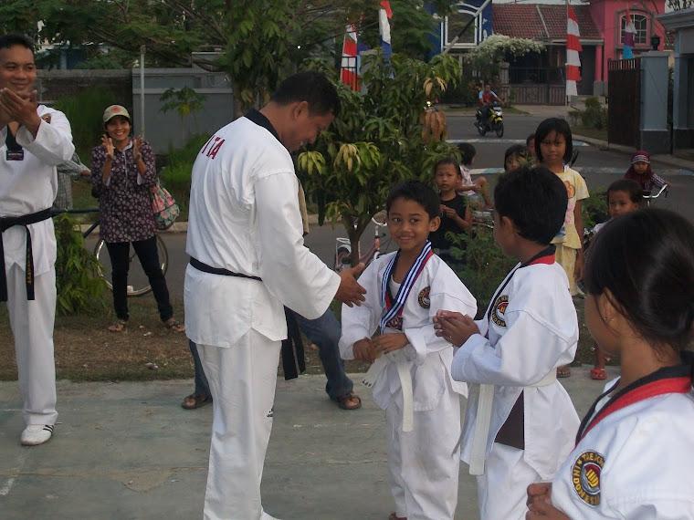 Aby Selamat dapat medali