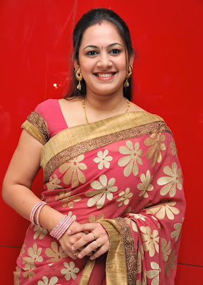 Sun TV Anchor Archana Hot Saree Photos