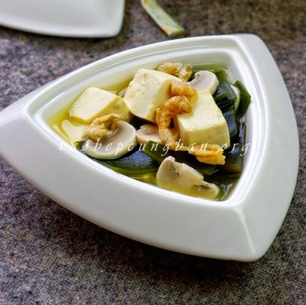 Cách nấu canh rong biển đậu hũ biến tấu thanh mát