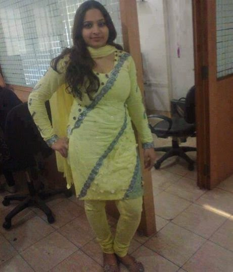 Tight Sexy Bhabi In Office