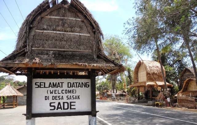 dusun sade lombok, dusun sade rembitan, desa sade rembitan, desa sasak, suku sasak, wisata budaya di lombok, wisata lombok