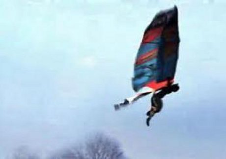 manusia burung terbang