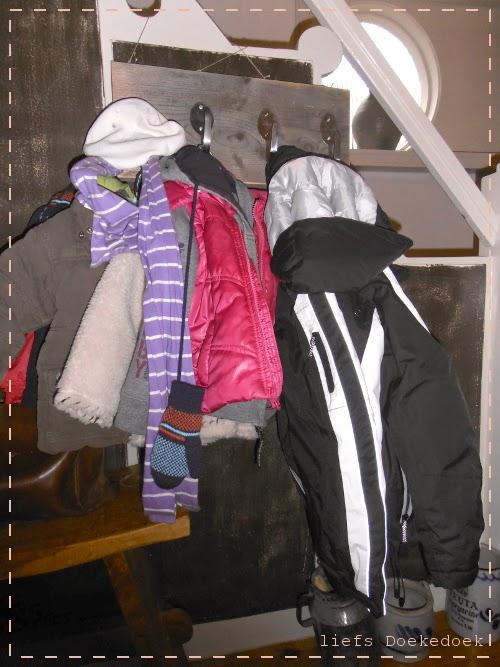 afbeelding van gepersonaliseerde kapstok in gebruik, door Doekedoek, www.doekedoek.nl