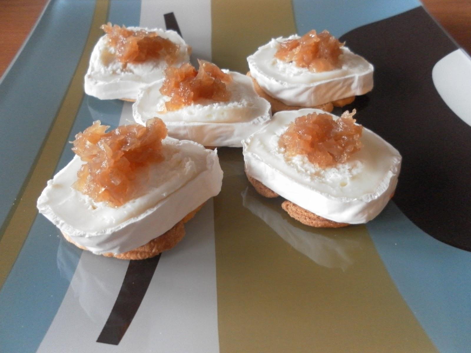 Canap s de queso de cabra con cebolla for Canape de pate con cebolla caramelizada