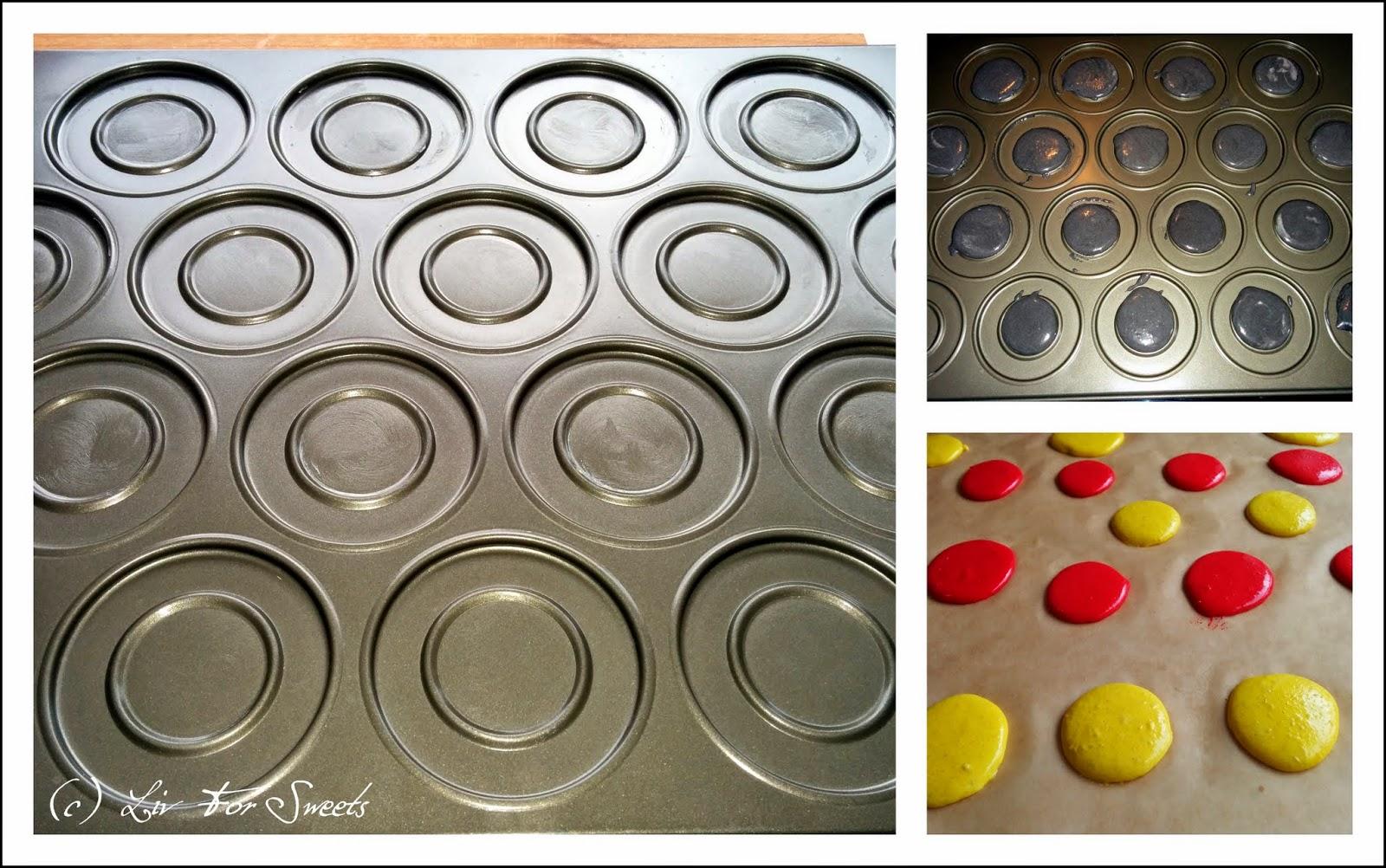 Macaronsbackblech und fertige Macarons in rot und gelb
