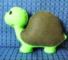 http://manualidadesreciclables.com/13849/molde-de-tortuga-en-fieltro