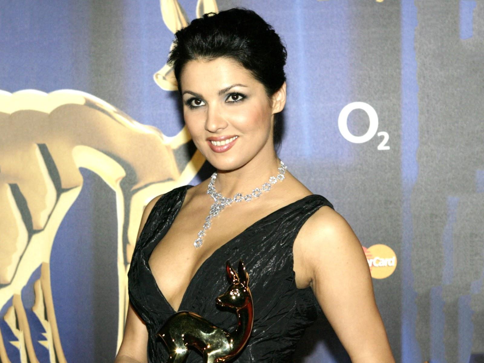 http://3.bp.blogspot.com/-d8ECUxKvfE8/UHmLTkDd9nI/AAAAAAAADms/EF7zo4wRacM/s1600/Anna_Netrebko-008.jpeg