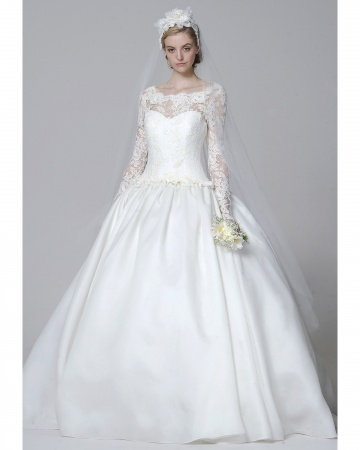 Two Inspiration Of Traditional White Bridal Wedding Gowns 2013