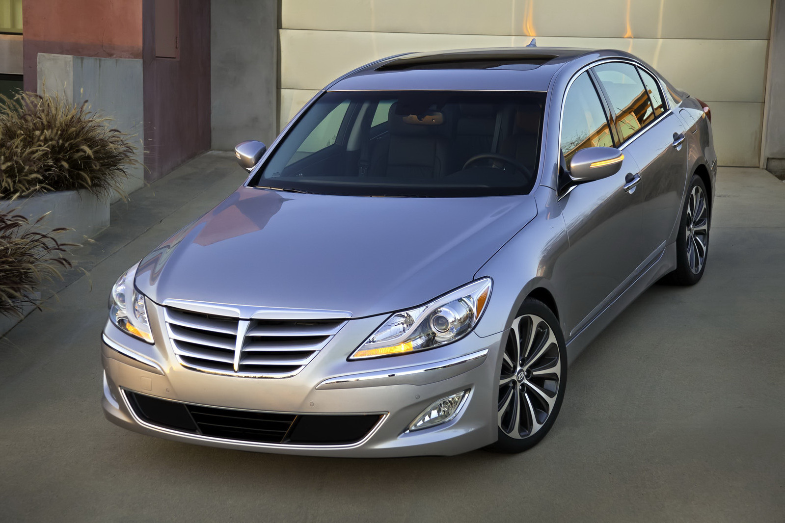 the top cars ever 2012 hyundai genesis r spec prices in the u s. Black Bedroom Furniture Sets. Home Design Ideas