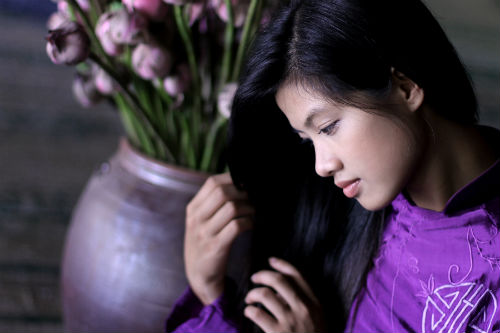 Hue charming girl in purple Ao dai