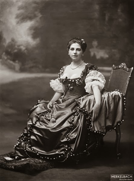 Mata Hari, Amsterdam 1915