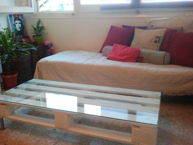 Reciclar reutilizar y reducir mesa de palet con cristal for Reciclar palets de madera paso a paso