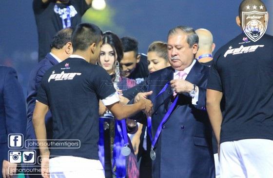 Sultan Johor bayar Nazar derma RM1juta kepada anak yatim