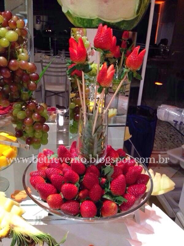 Beth Eventos Casamento da Larissa e Adriano com cascata de chocolate e mesa de frutas -> Decoração De Frutas Para Mesa