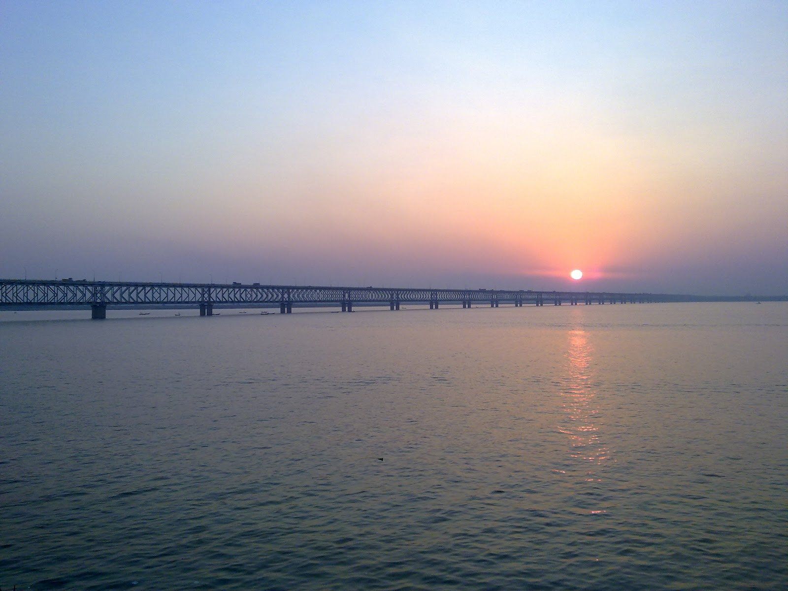 godavari river Godavari goda means in telugu godown vari means rice ancient people used live at the banks of rivers so they used cultivate the lands with the help of river water.