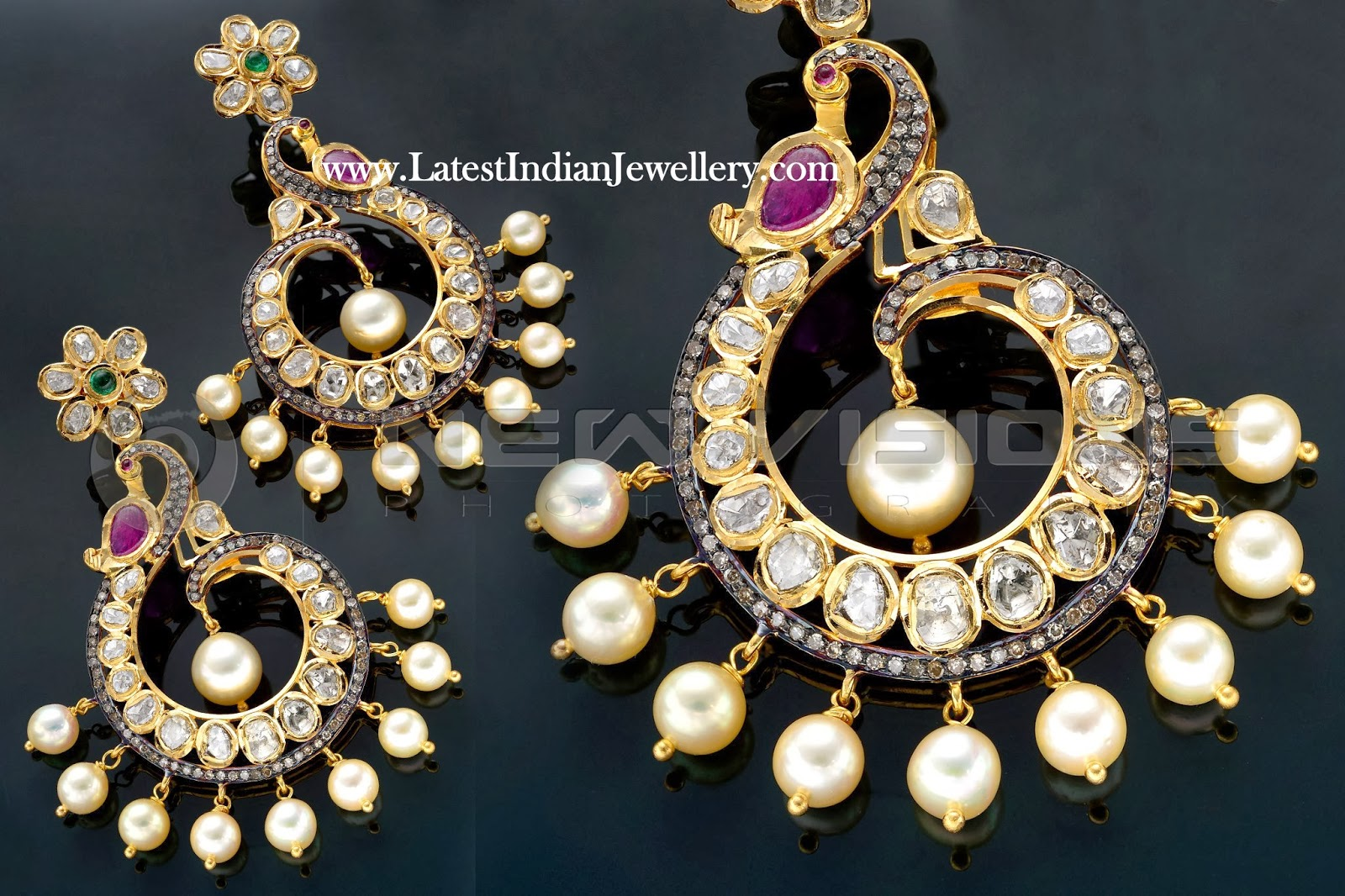 Stylish Designer Gold Pendant Set