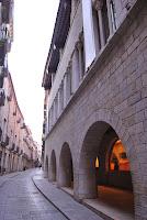 Edifici Caixa Forum, Fontana d'Or, Girona. Altres llocs d'interès.