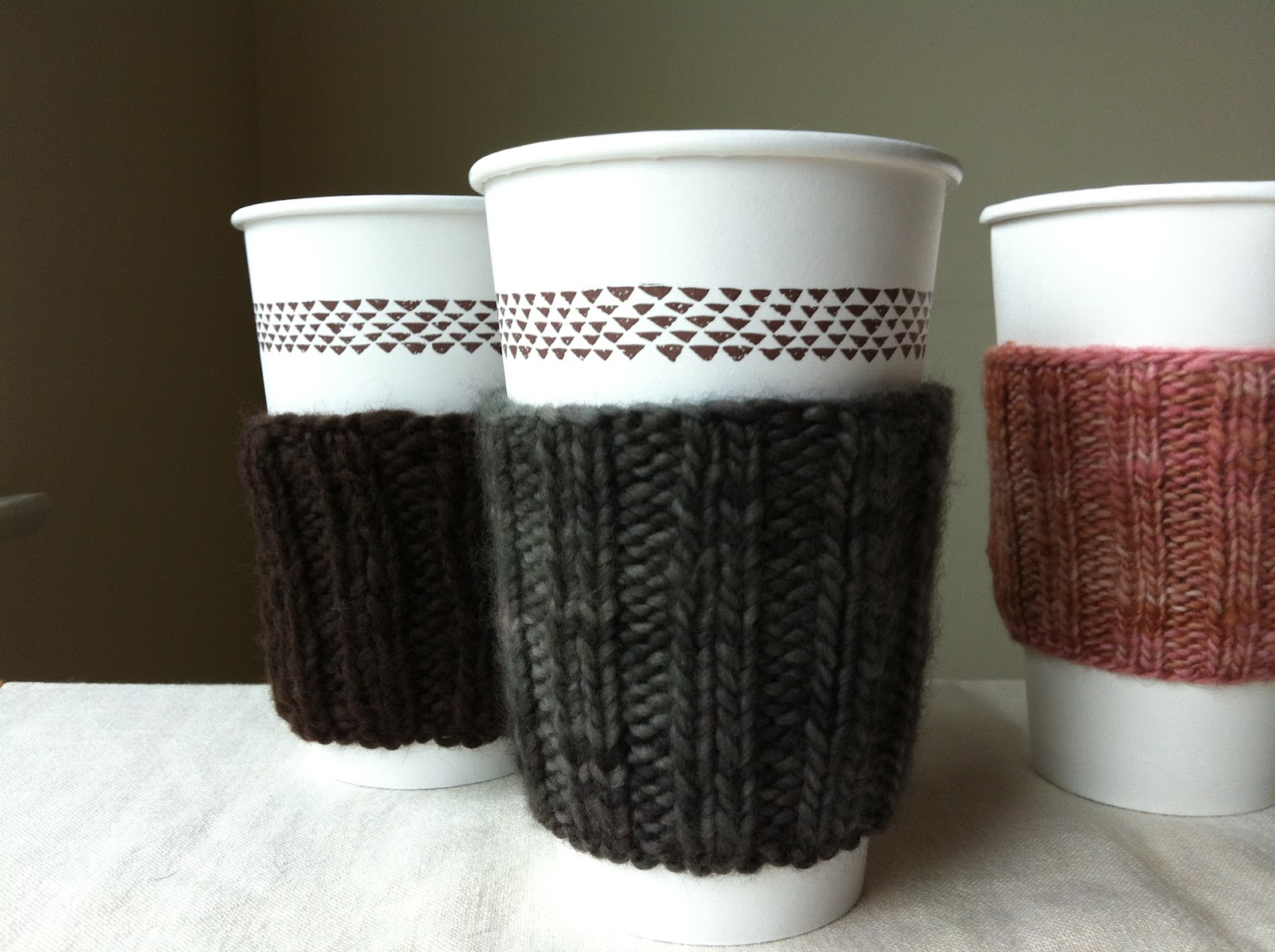 Free Knitting Pattern Coffee Cup Sleeve : we bloom here: A Coffee Cup Cosy