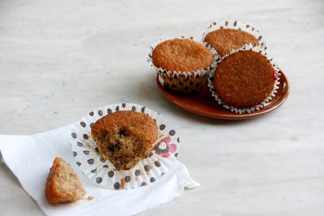 Magdalenas integrales con frutos secos para desayunar