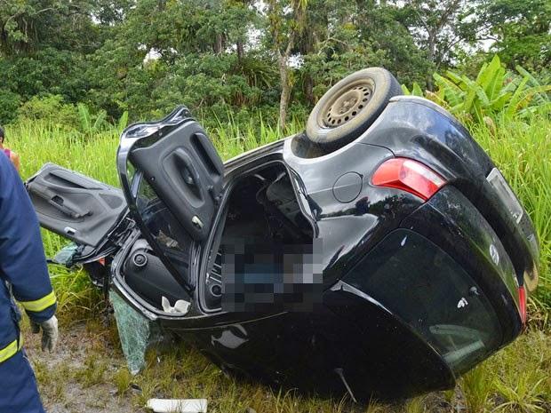 Homem morre após colisão frontal com carreta na BR-101 (Foto: Oziel Aragão/Plantão Itabuna)