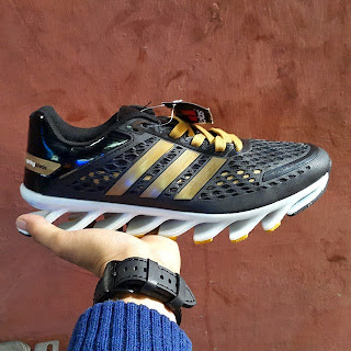 Toko Sepatu Online Murah Adidas Springblade Razor, menemani olahraga Anda sepatu Adidas Springblade Razor hadir