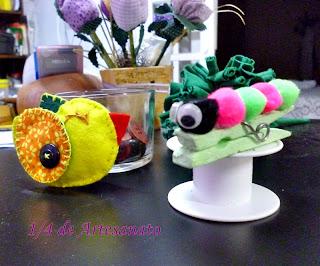 centopeia ou lagarta de pompom e passarinho de feltro