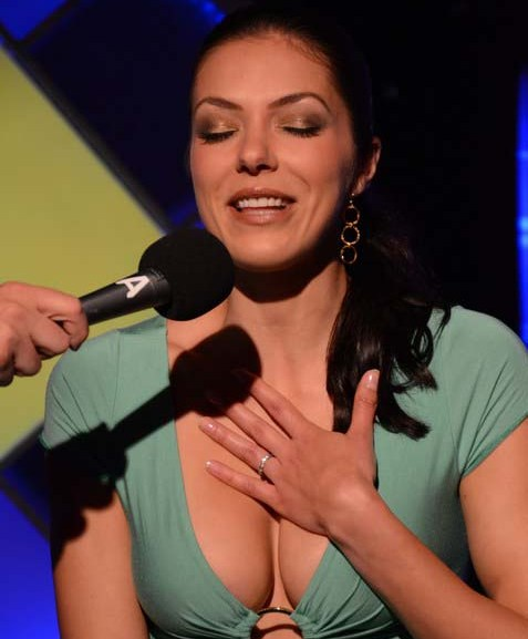 Adrianne curry rides sybian 8