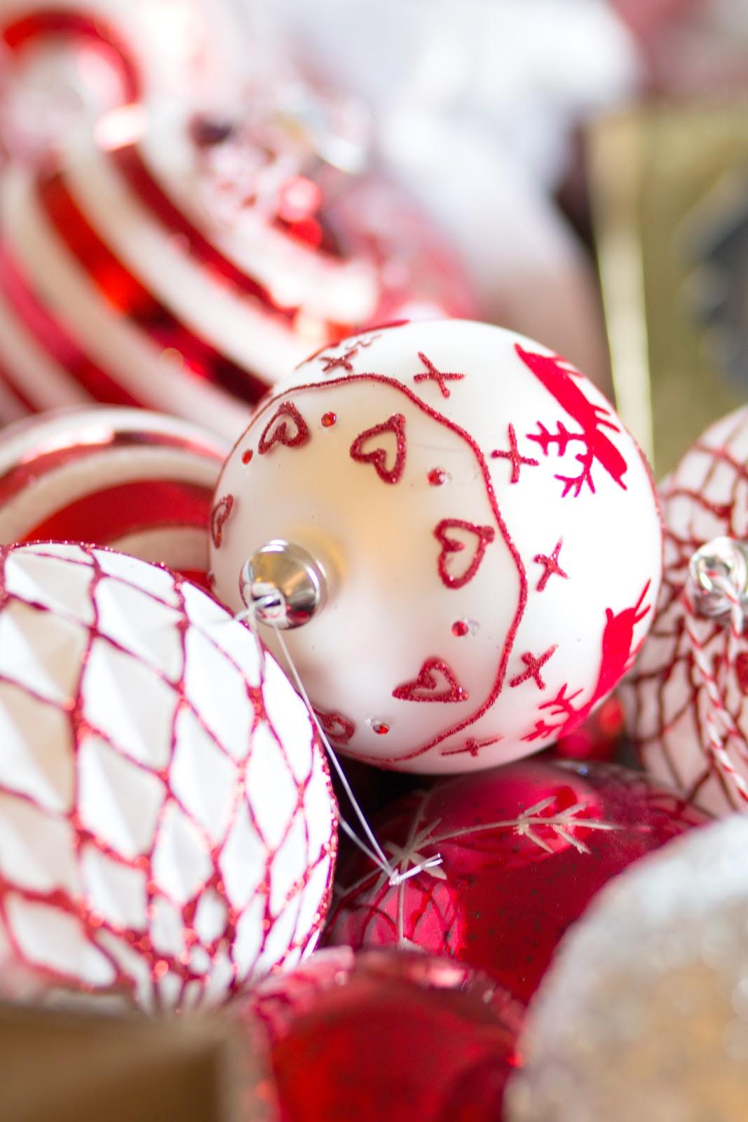 THE VIDEO: DECORATING THE CHRISTMAS TREE #VLOGMAS