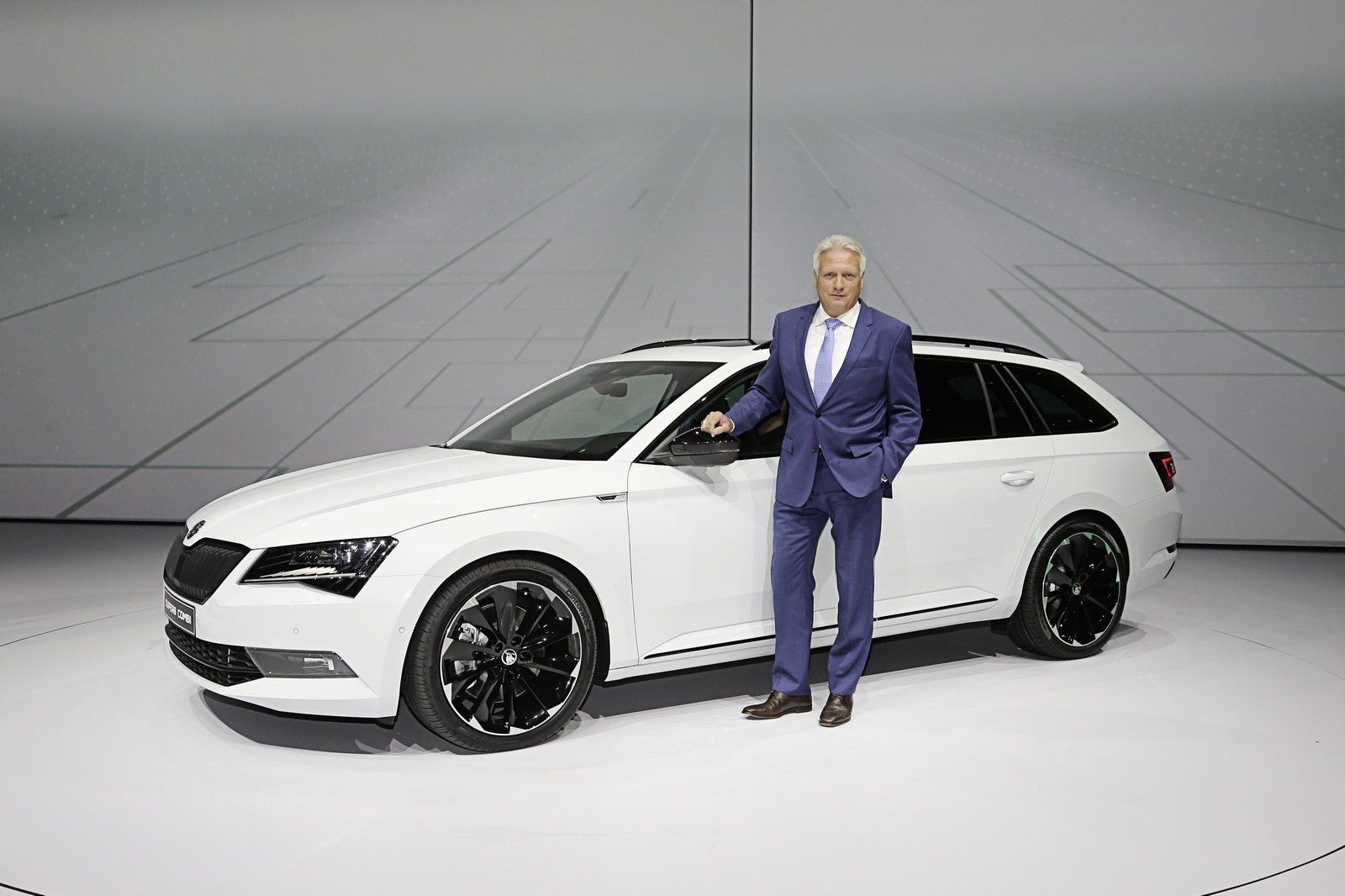 skoda gives the superb a feistier look with new sportline version carscoops. Black Bedroom Furniture Sets. Home Design Ideas