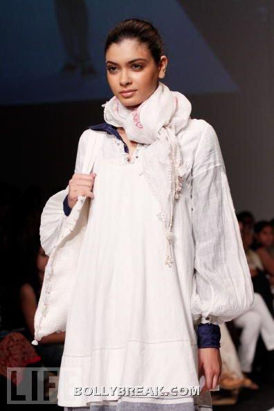 Diana Penty in white dress - (9) - Diana Penty Hot Pics - Model Ramp Walk Fashion Show