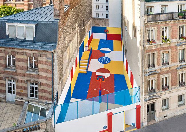 Una cancha de baloncesto fue estilizado como una pintura de Malevich en París