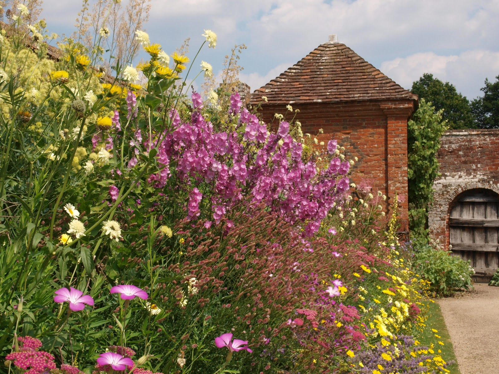 Ragged Robin\'s Nature Notes: A Visit to Packwood House and Gardens
