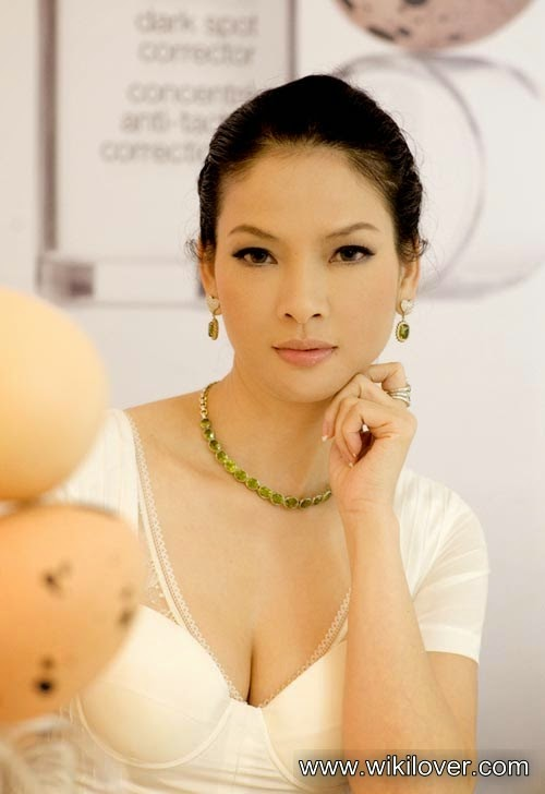 Special beauty of Thuy Huong Model