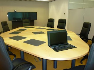 Mesa de reuniones con Pantalla Integrada