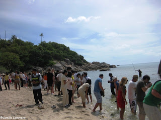 Crowd at the Silavadee beach in Lamai