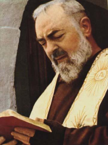 """""""Lembre-se de que você tem no Céu não somente um Pai, mas também uma Mãe."""" Padre Pio"""