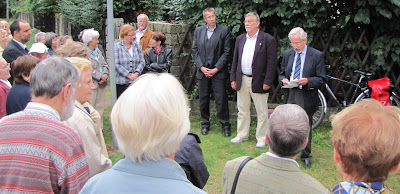 Stadtrat Rainer Hölmer, Bezirksverordneter Lothar Gillner und Prof. Dr. Reimar Riese (v.l.n.r.)