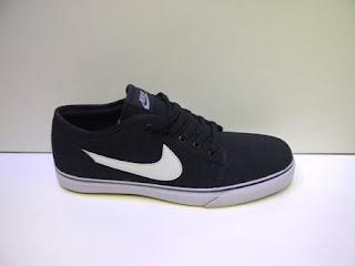 Sepatu Nike Toki Lite