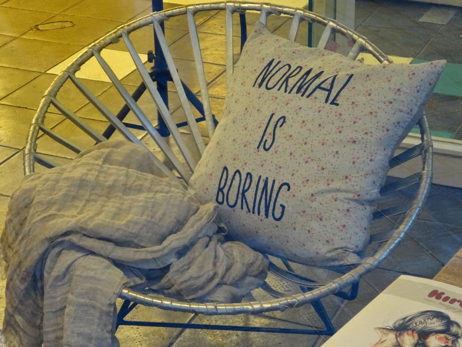 chaise coussin dans cadre design week