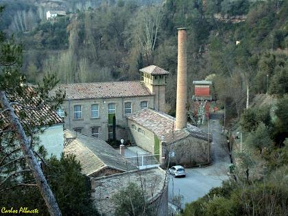 La Fàbrica de la Colònia de Cal Marçal amb la xemeneia de planta circular. Autor: Carlos Albacete