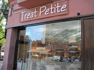 The corner location for this New in New York treat makes it a great stop for anyone seaking a Treat Petite.border=