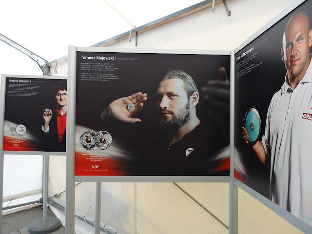 Polscy wybitni sportowcy prezentują monety NBP