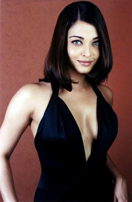 Aishwarya Rai In Black Dress Spicy Photos