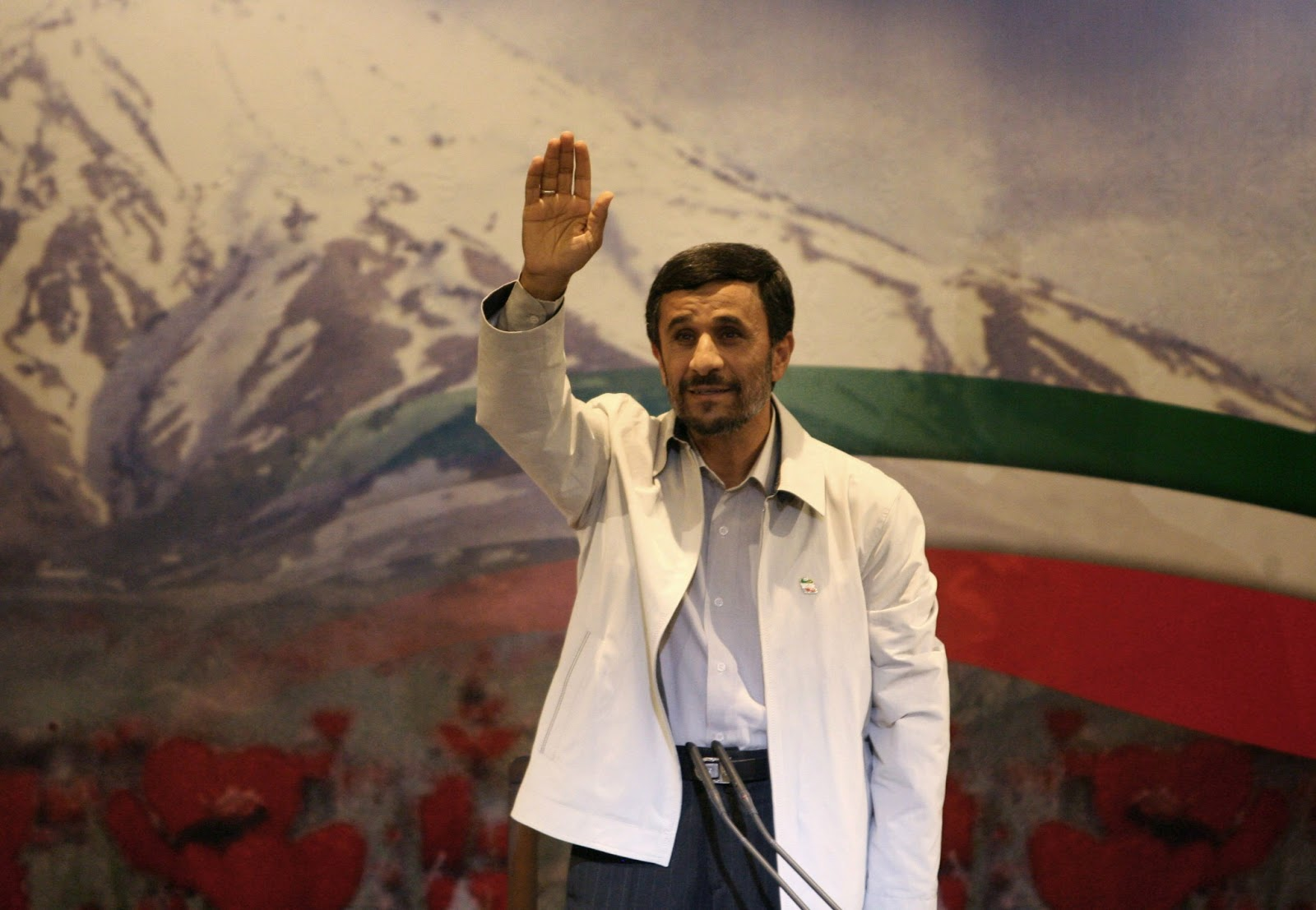 http://3.bp.blogspot.com/-dCI5skD3Ej4/UPAFKSvjAyI/AAAAAAAAD28/xJhun-UY174/s1600/Ahmadinejad-in-front+of+the+world+fine+hd+wallpaper.jpg