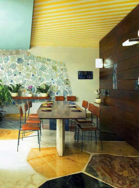 Wohnen im italienischen Mid-Century Design - perfekte Einrichtung zwischen Farbe, Marmor und Designklassiker