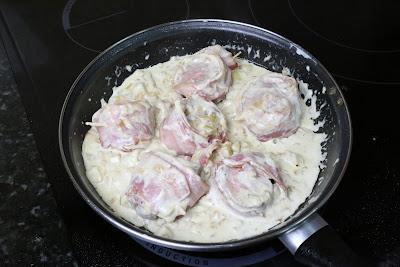 Elaboración de rollitos de solomillo con salsa de nata y manzana
