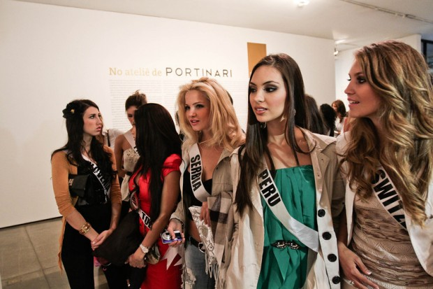 Miss Universe 2011 - Contestants  - Museum Tour-9