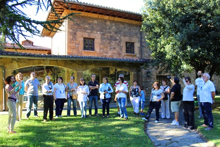 Visita al Palacio Salazar y el Castillo de Muñatones