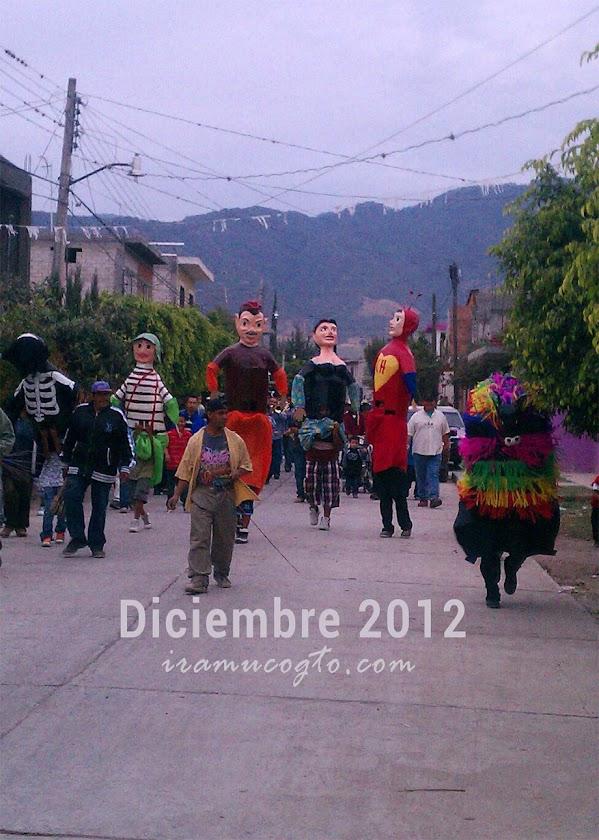 Hoy, 10 de diciembre, salieron las mojigangas por el pueblo de iramuco